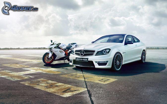 Mercedes-Benz SLS AMG, Ducati, motorka