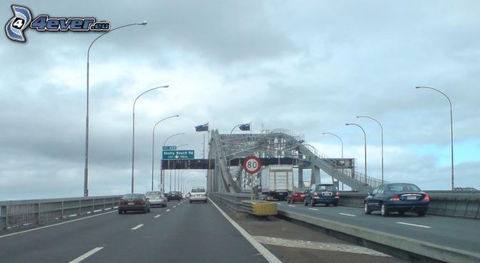 Auckland Harbour Bridge, diaľnica, pouličné osvetlenie