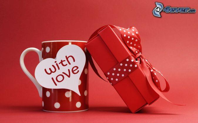 darček, hrnček, love, červené pozadie