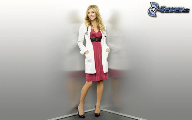 blondínka, ružové šaty
