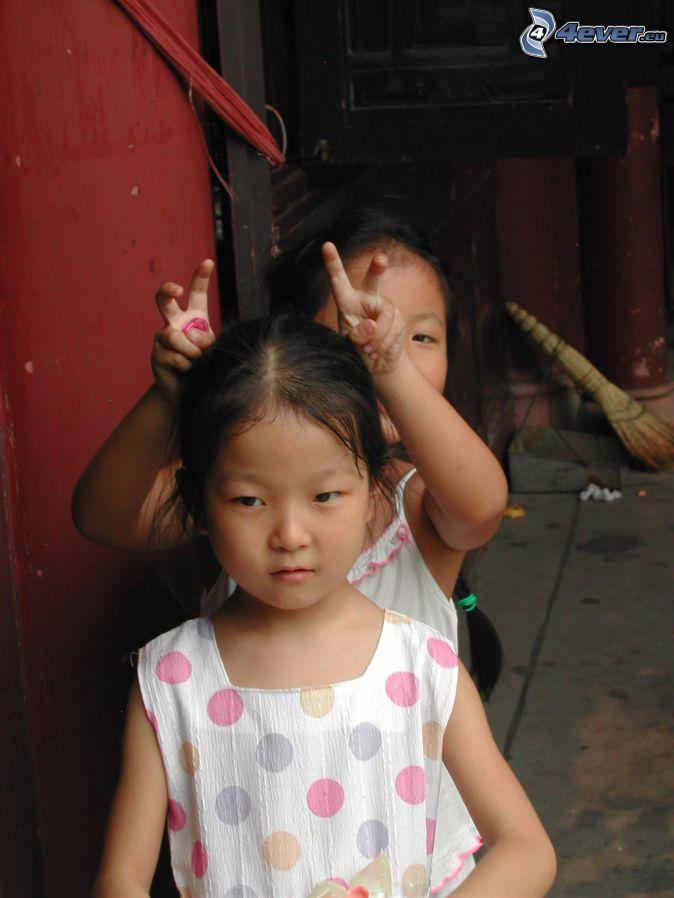 Deti čína rohy
