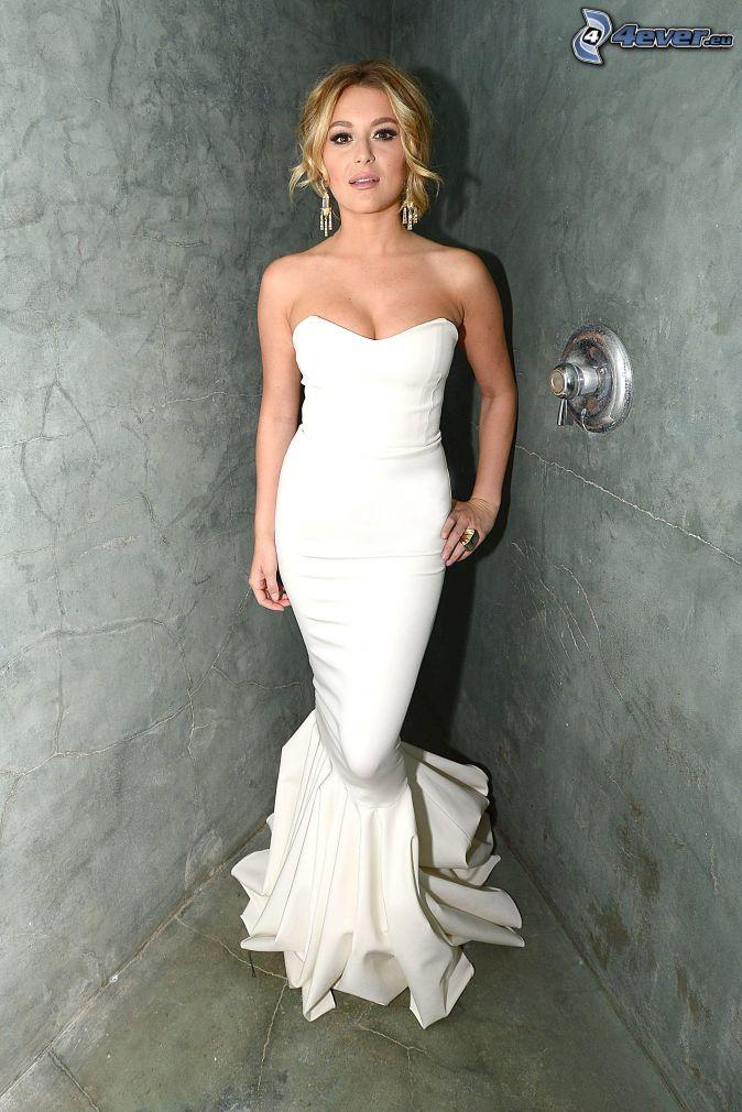 Alexa Vega, biele šaty