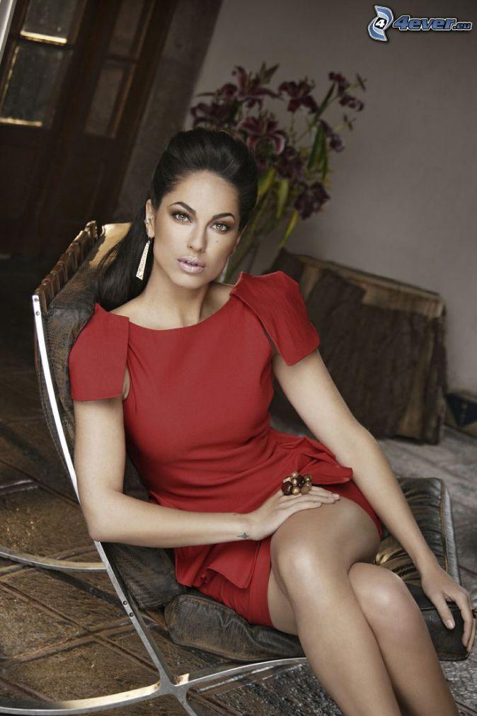 Barbara Mori, červené šaty