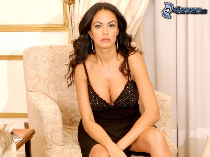 Maria Grazia Cucinotta, čierne spodné prádlo