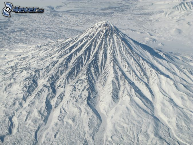 Kronocká sopka, zasnežená hora
