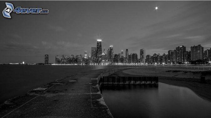 Chicago, nočné mesto, čiernobiela fotka