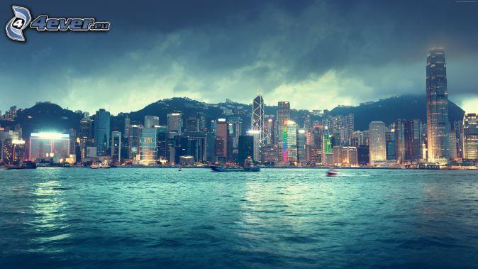Hong Kong, búrkové mraky
