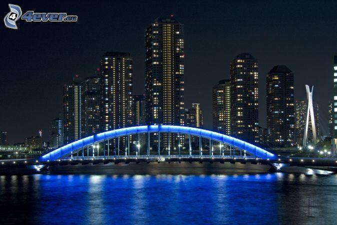 Tokio, Japonsko, osvetlený most, noc