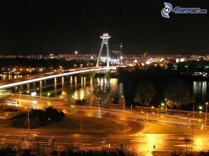 nočná Bratislava, Nový Most, Dunaj, nočné mesto