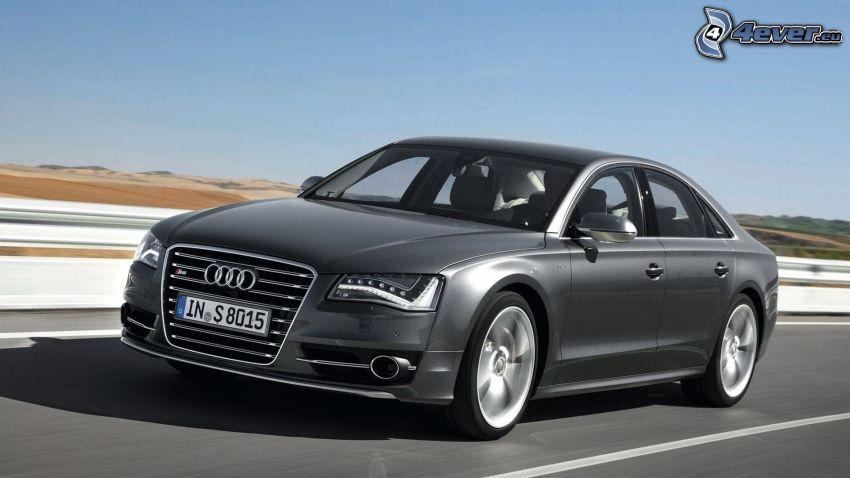 Audi S8, rýchlosť