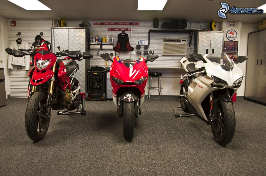 Ducati, motorky, garáž