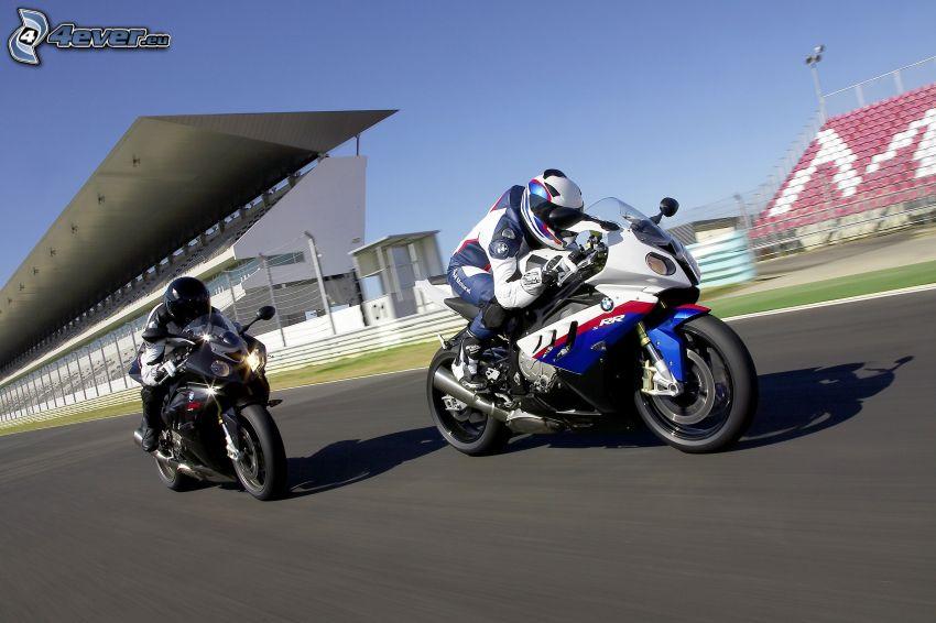 preteky, pretekári, BMW S1000RR, pretekársky okruh, rýchlosť