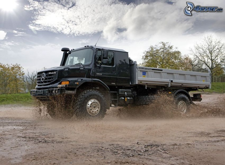 Mercedes-Benz, nákladné auto, blato