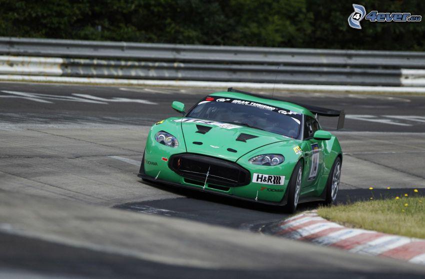 Aston Martin V12 Zagato, pretekársky okruh