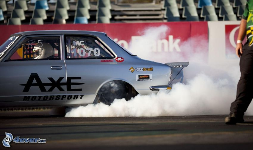 Nissan, burnout, pretekárske auto, veterán, dym