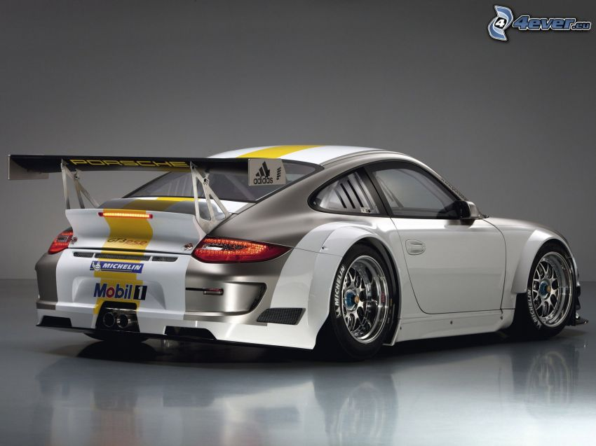 Porsche 911 GT3, pretekárske auto