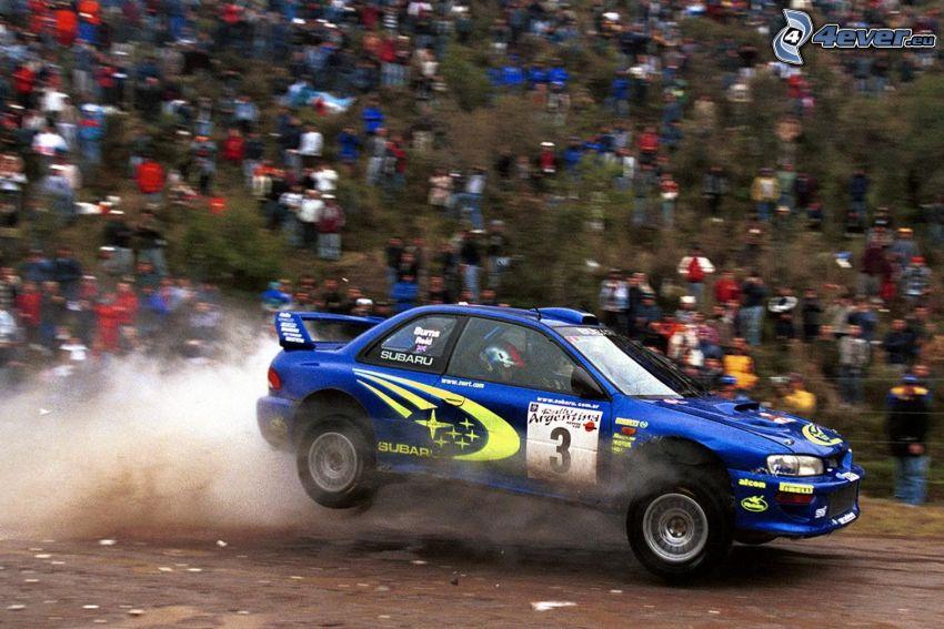 Subaru Impreza WRX, skok, prach, diváci