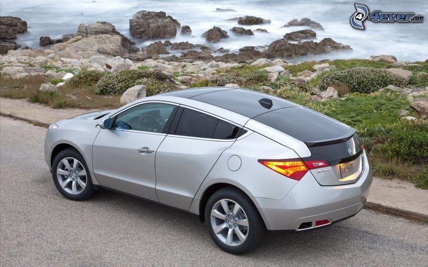 Acura ZDX, skalnaté pobrežie