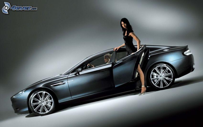 Aston Martin Rapide, brunetka, blondínka