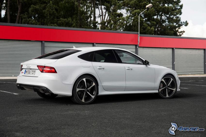 Audi RS7, parkovisko, garáže