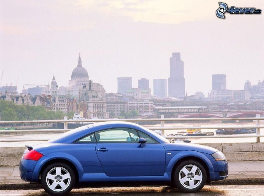 Audi TT, výhľad na mesto