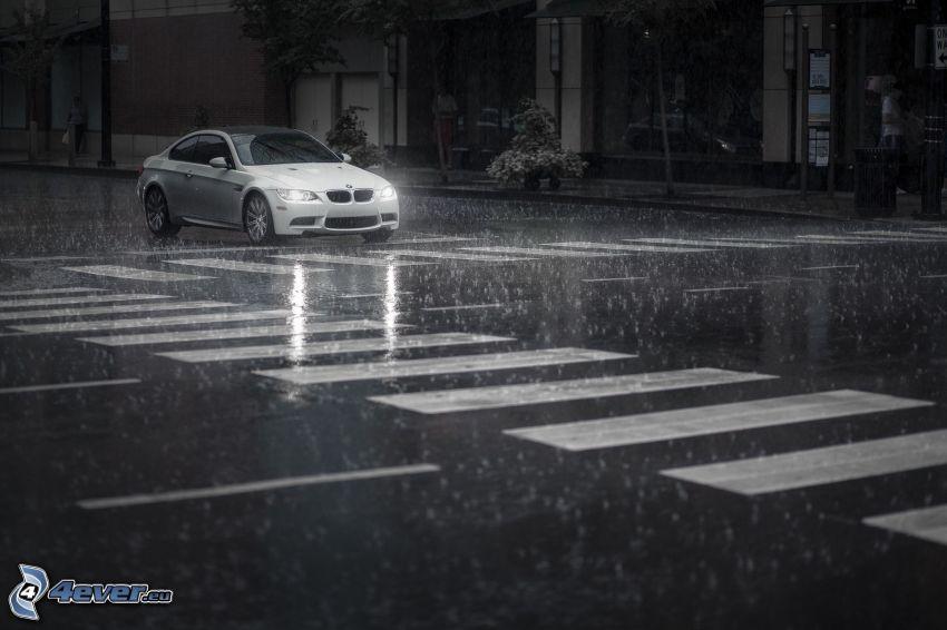BMW M3, dážď, križovatka