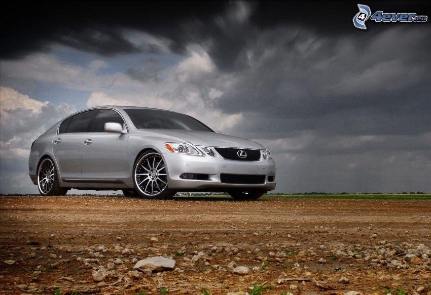 Lexus, mraky