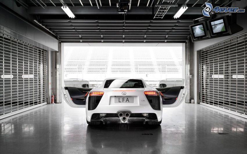 Lexus LFA, garáž