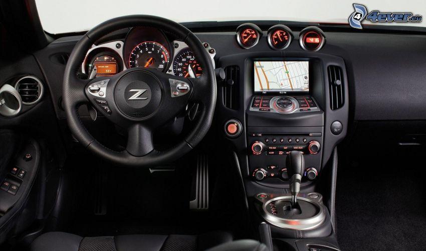 Nissan 370Z, interiér, volant, palubná doska, radiaca páka
