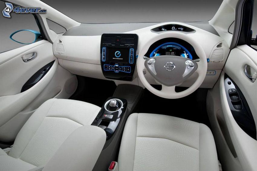 Nissan Leaf, interiér, palubná doska, volant, navigácia