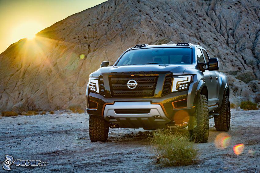 Nissan Titan, západ slnka