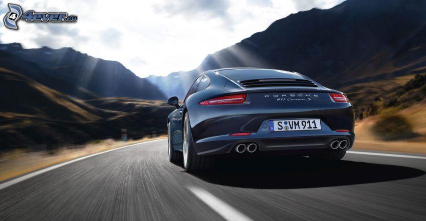 Porsche 911, slnečné lúče, pohorie