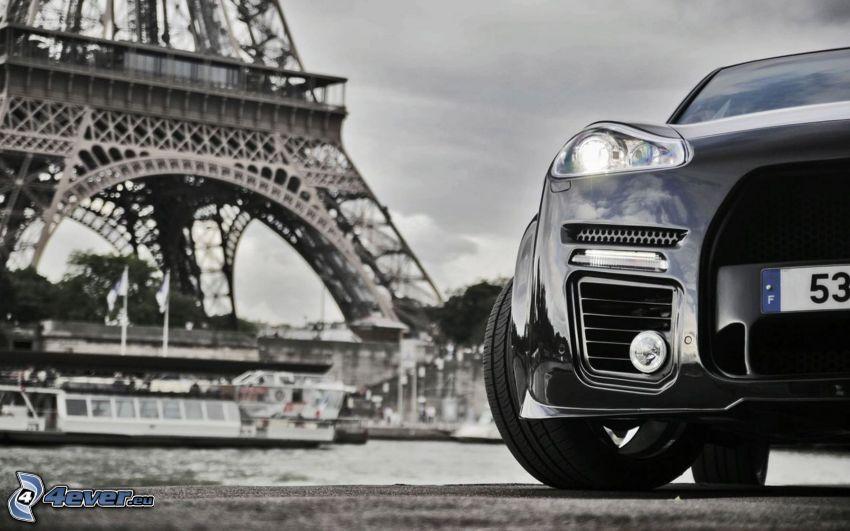 Porsche Cayenne, predné svetlo, Eiffelova veža, čiernobiela fotka