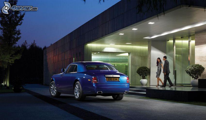 Rolls Royce Phantom, budova, párik