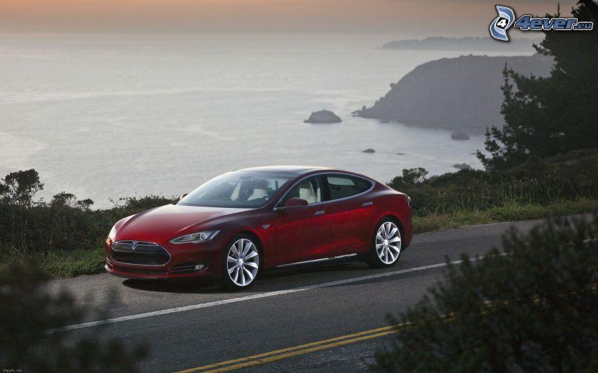 Tesla Model S, elektrické auto, výhľad na more