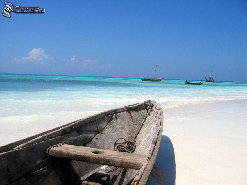 lode, loďka na brehu, pláž
