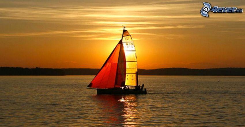loďka na jazere, plachetnica, oranžový západ slnka