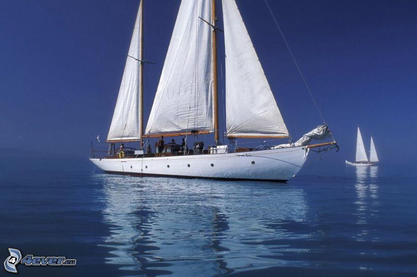 loďka na mori, plachetnica