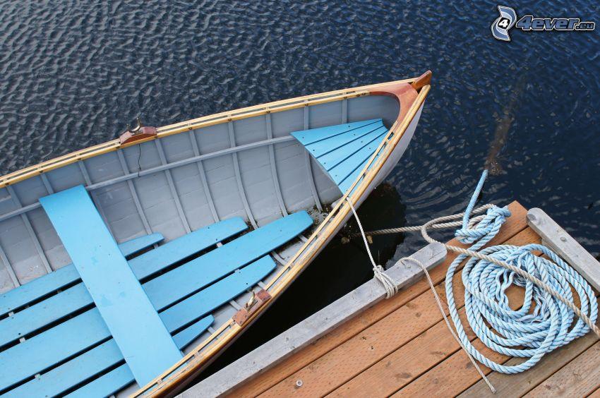 loďka pri brehu, drevené mólo