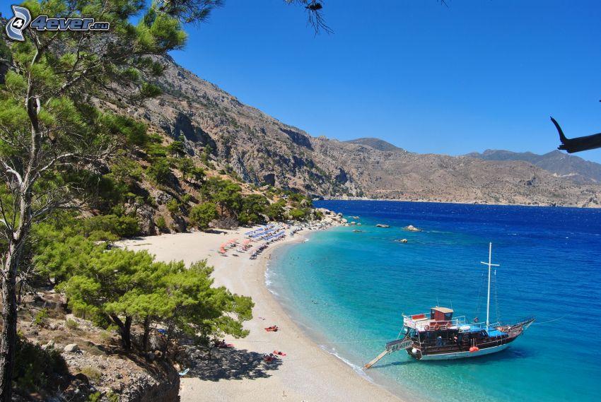 loďka pri brehu, pobrežie, more