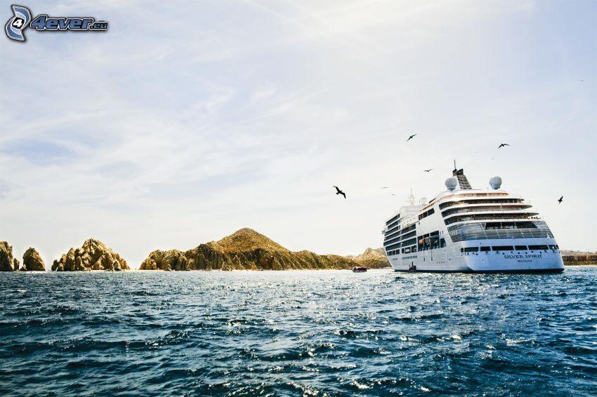 luxusná loď, more, pohorie