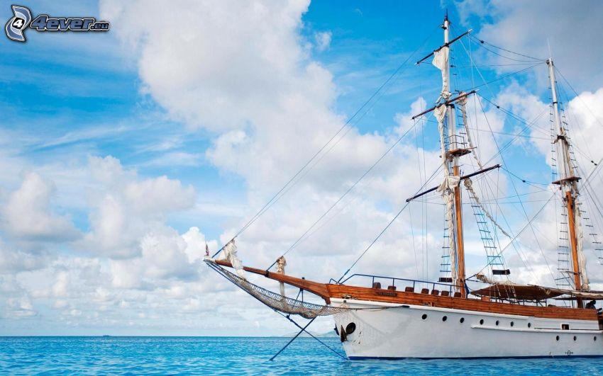 plachetnica, loď, more, oblaky