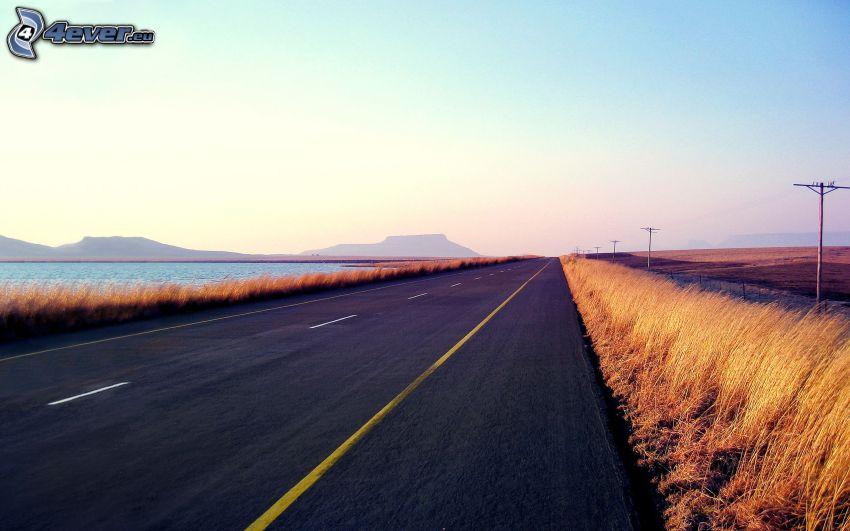 rovná cesta, jazero, elektrické vedenie, pohorie
