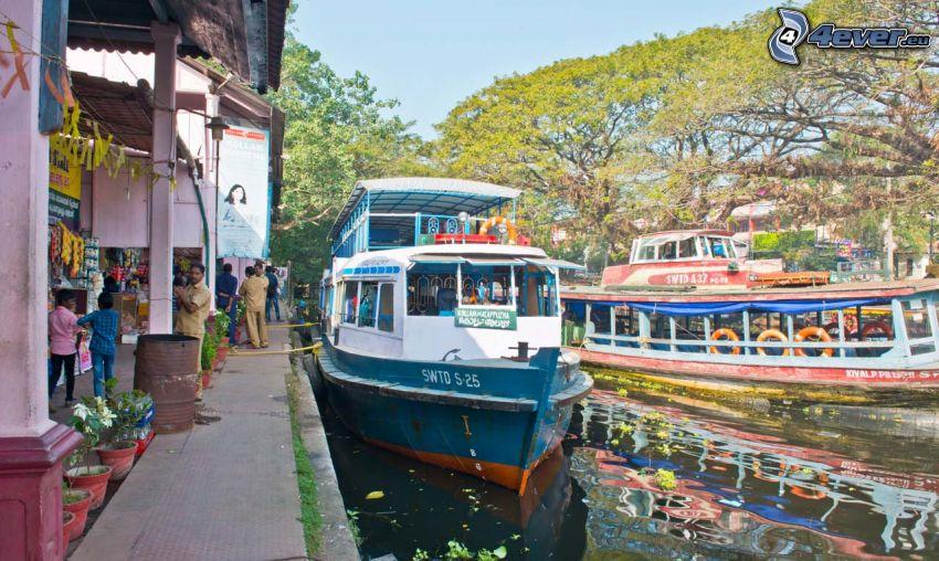 turistická loď, prístav
