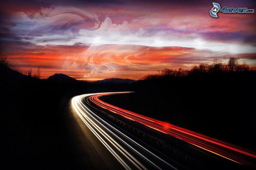 večerná diaľnica, svetlá, oblaky, silueta lesa