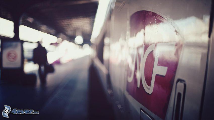 vlak, železničná stanica