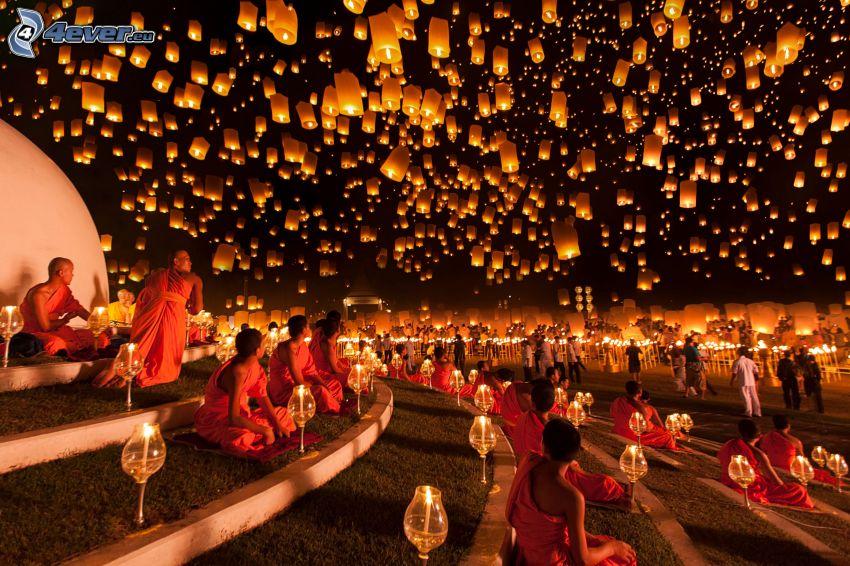 lampióny šťastia, mnísi