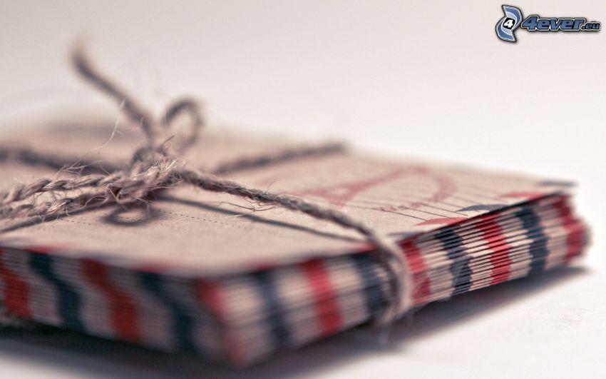 obálky, špagát