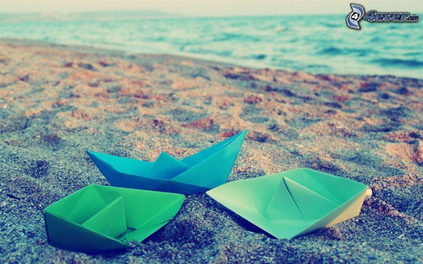papierové loďky, pláž, more, origami
