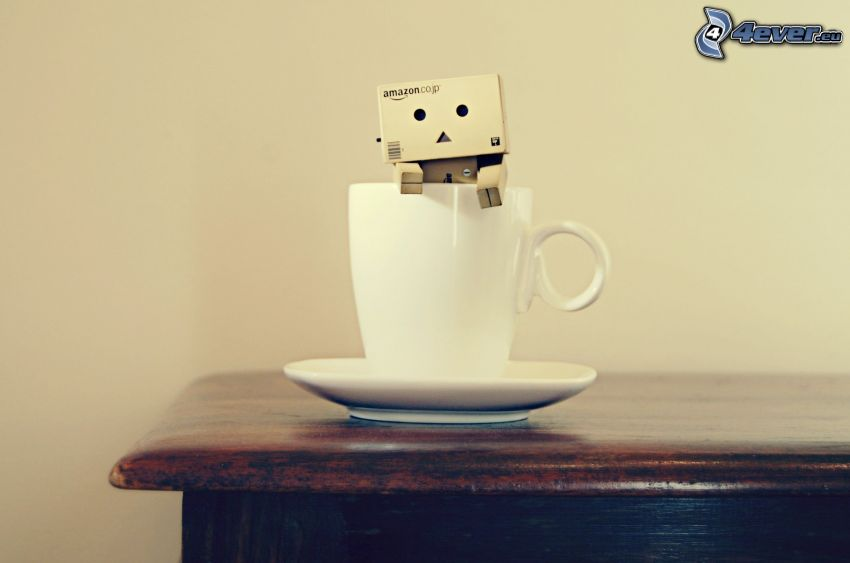 papierový robot, šálka